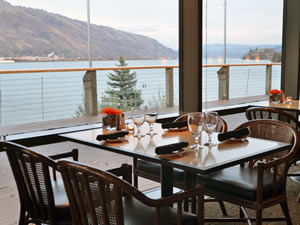 Riverside dining at the Hood River Inn